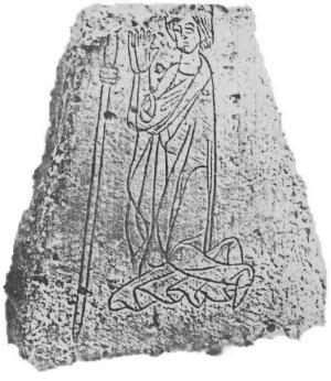 Der sogenannte Pilgerstein von Elze, 1958 beim Pflügen auf einem Acker am Oseder Bach gefunden. Er befindet sich heute neben anderen Kreuz- und Gedenksteinen in/am Heimatmuseum in Elze.