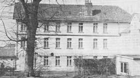Das alte Kurhauskurz vor dem Abriss 1987. Mit dem Abriß des alten Hauses wird die Entwicklung zum modernen Kurort eingeleitet.