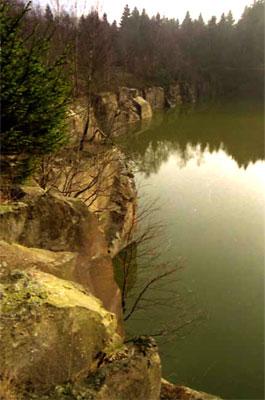Felswände des St. Avold-Steinbruchs (Foto: Wiegand, Nov. 02, HM- XXVIII-35)