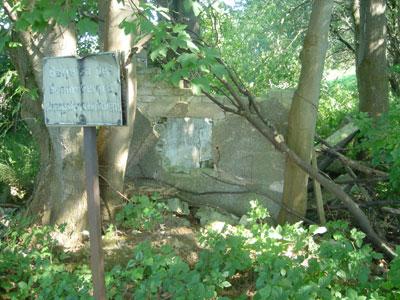 Ruine eines kleinen Hauses am unteren Ende der Bremsbahn. (Foto: Kölle, August 2005)