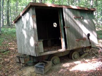 Dieser Eisenbahnwaggon dient als Schutzhütte. (Foto: Kölle, September 2005)